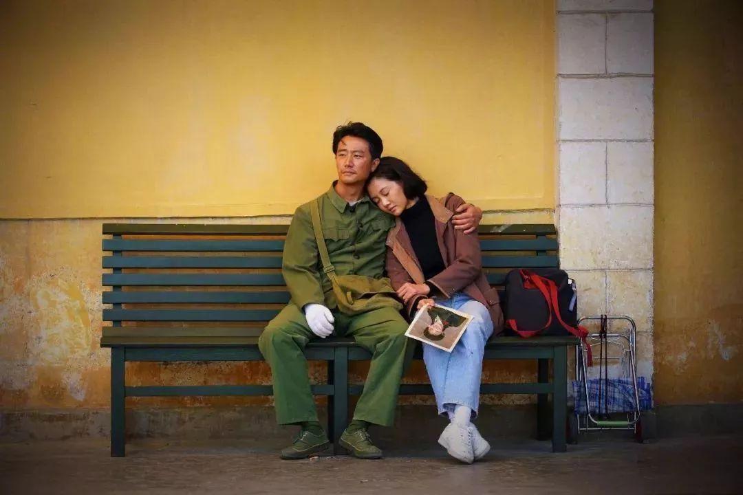 黄色电影zaosuo_电影的最后一幕,就在云南蒙自的火车站一面黄色斑驳的墙下,何小萍说