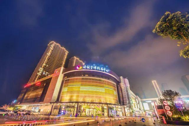 地点:世纪金源购物中心外广场