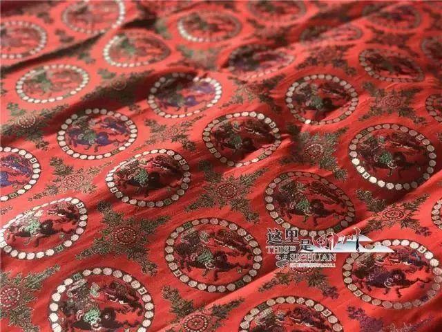 与其他织物工艺相比,蜀锦质地坚韧丰满,纹样秀丽,受到古人的青睐.图片