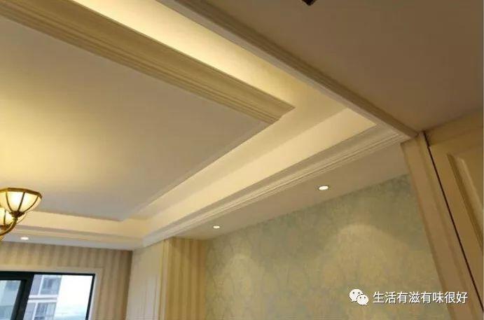 还有一种比较常见的是直线条的石膏线,如果觉得一条直线过分简略的话,能够考虑加两层石膏线,这样看起来就很有立体感了。