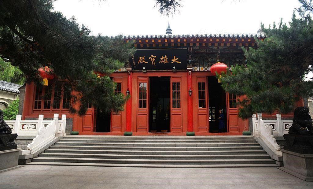 座元正林法师正如法师赴辽宁省葫芦岛市天角山参加成刚老和尚灵塔