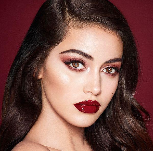 欧美妆容_欧美妆容更追求轮廓感,因此妆容中的高光和阴影部分都很明显,修容就