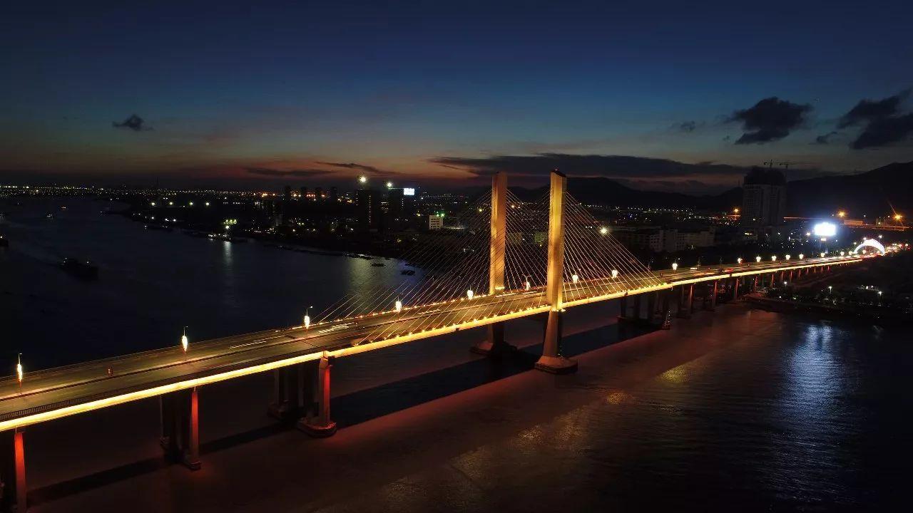 珠港澳大桥-37年,13505天,324120小时,珠海从小渔村走到了世