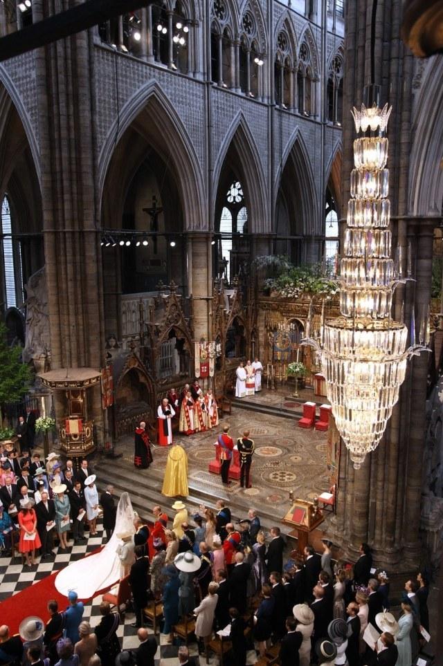 哈里王子订婚!皇室世纪婚礼有多震撼?贫穷限制了我们的想象力!