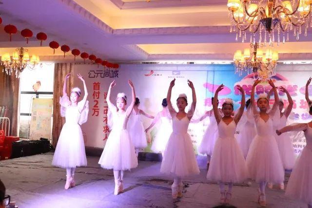 场舞春天里的故事_《春天的芭蕾》 让我们再次恭喜参与这次演出的小伙伴们!