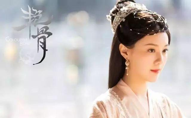 演员王鹤润通过对画皮师静姝这个人物多重身份的细腻揣摩与传神演绎