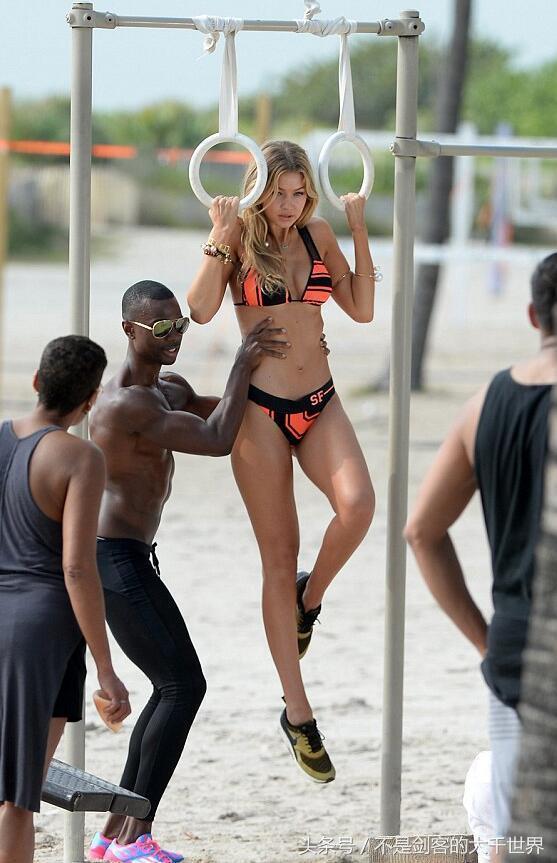 性感无码吉吉影�_超模吉吉·哈迪德迈阿密海滩练习健身器材,她的黑人私