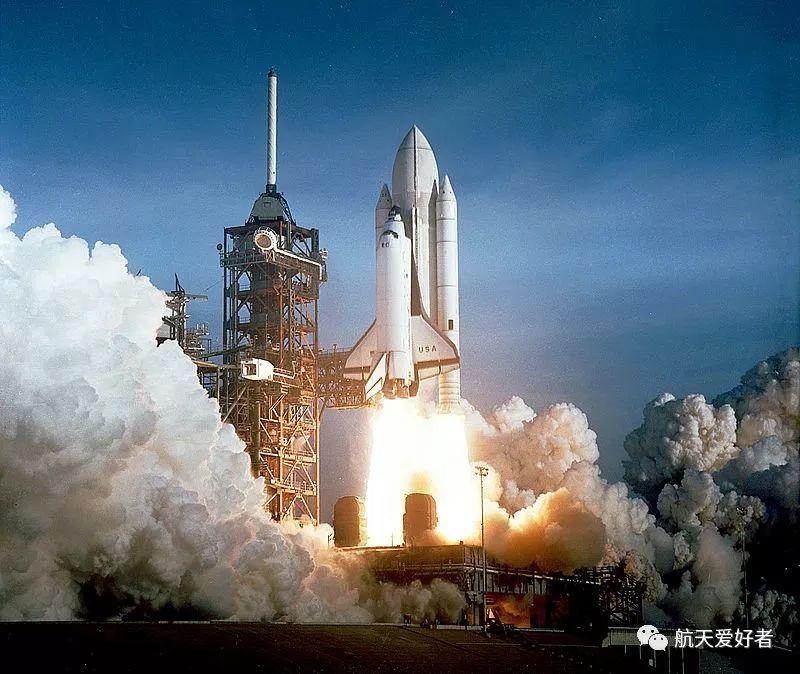 航天飞机第一次发射是在1981年,第一次执行商业通讯卫星发射任务是