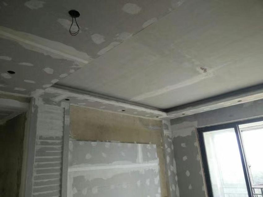 电视背景墙和吊顶的区别这是吊顶是木龙骨搭架,而电视背景墙是木工板