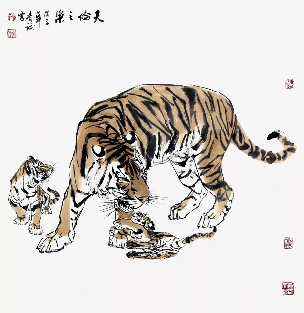 图六《天伦之乐》为斗方形制,刻画的是虎仔与母虎嬉闹的情景.图片
