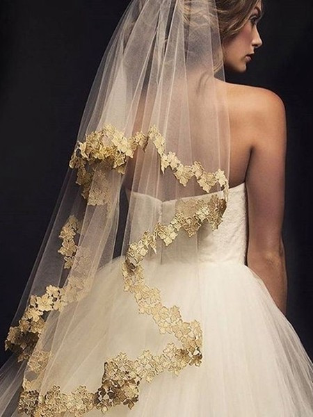 新娘头纱只能是纯白?彩色头纱让你更引人瞩目!图片