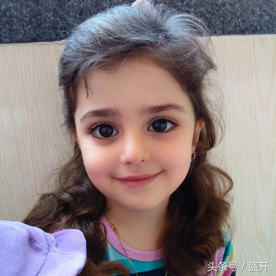 世界最漂亮的小女孩_世界上最美的女童,洋娃娃般的她像天使一样可爱