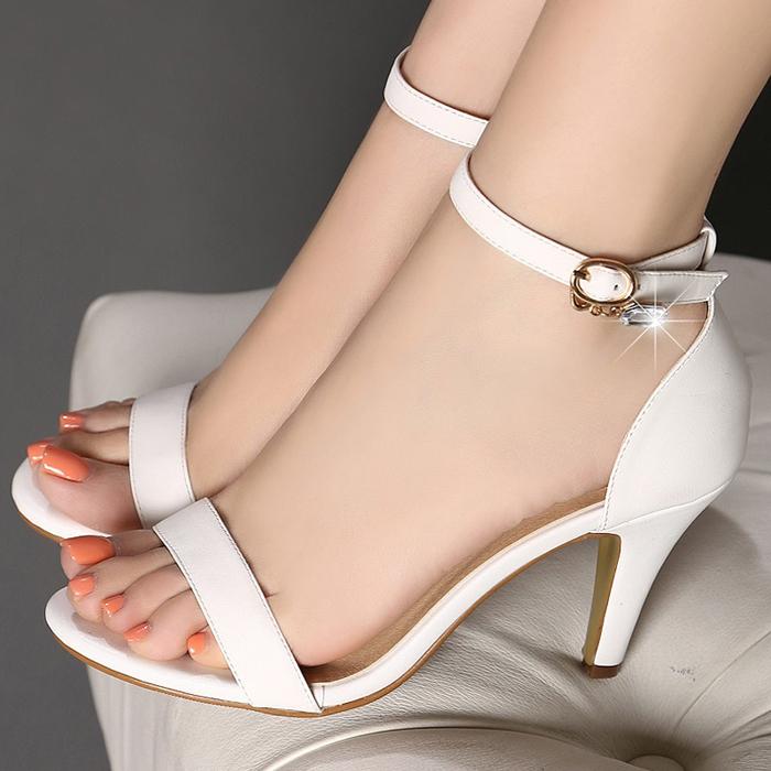 肏女人吃美脚_女人美脚配高跟鞋,端庄又显稳重,可以让你的气质更高级