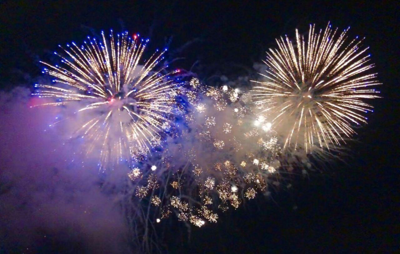 烟花绽放照亮大温,10万人狂欢喜庆跨年!图片