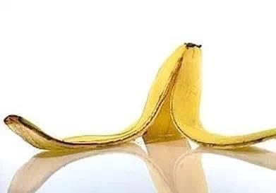 香蕉皮煮水喝_8,香蕉皮医治风火牙痛 将香蕉皮洗净,加冰糖入锅,加适量水煎炖.