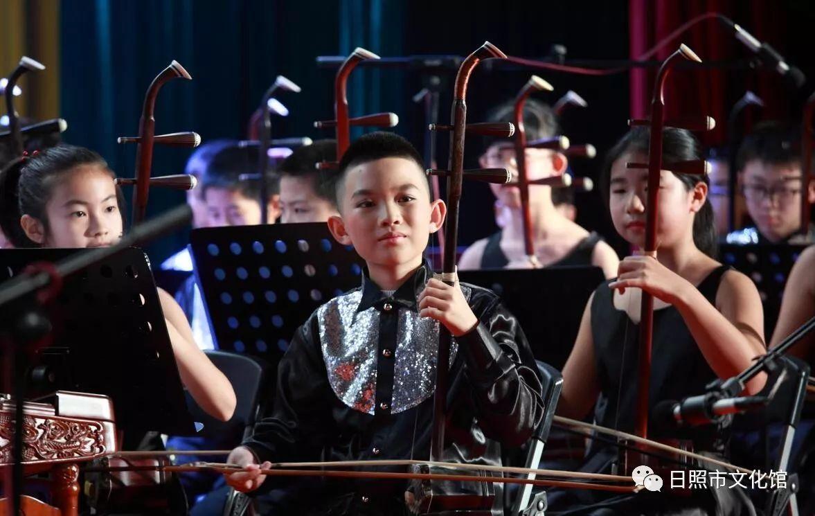二胡合奏《游击队歌》,大提琴合奏《巴赫第二号小步舞曲》,笛子合奏