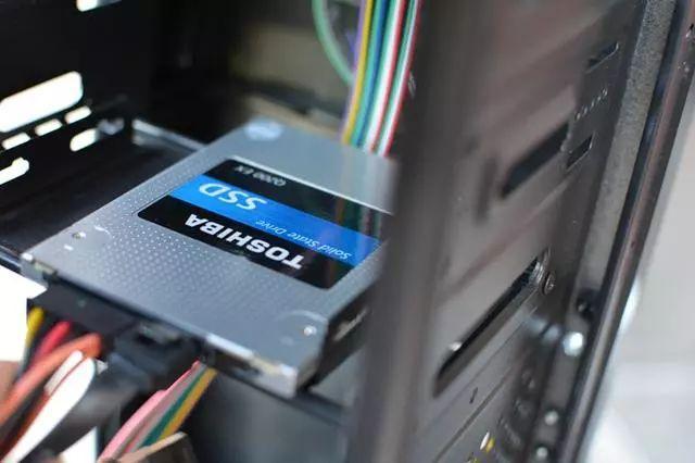 电脑硬盘全装固态和装固态又装机械有什么区别?