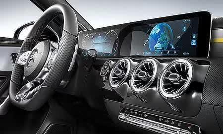 奔驰全新的车载娱乐信息系统