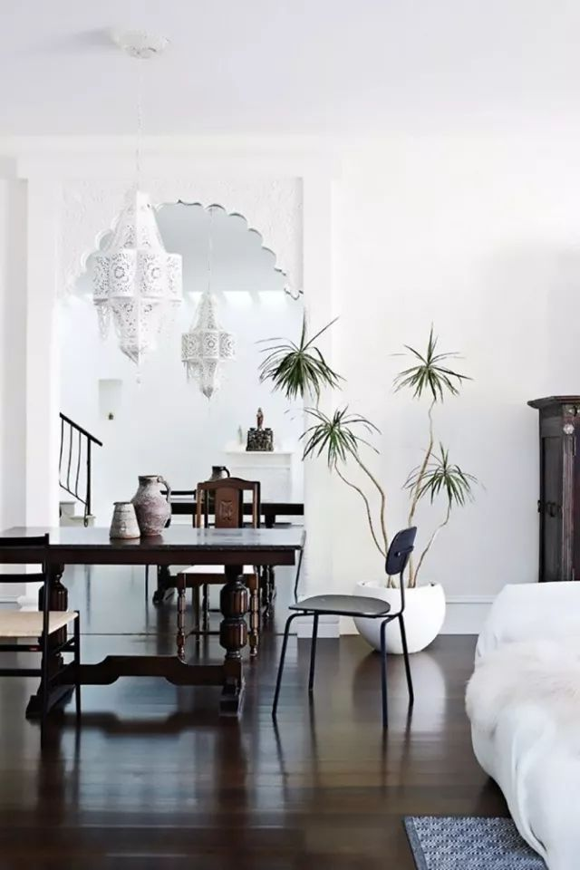 结合室内家具陈设,布置花艺图片
