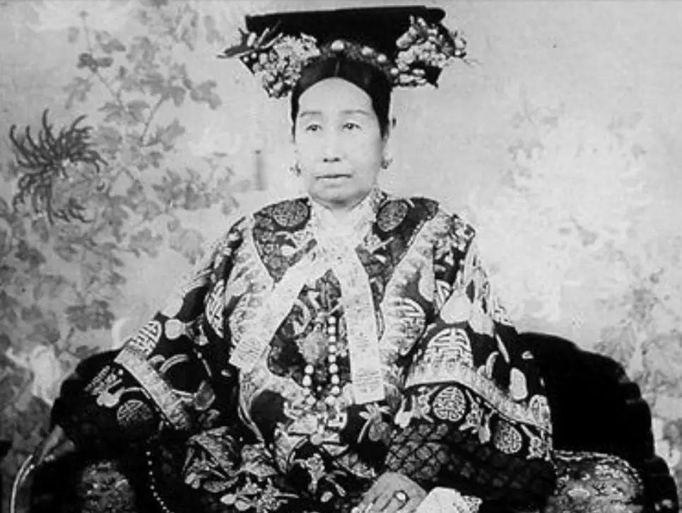慈安太后年轻的照片_有违祖制,所以慈禧固然心疼,但是碍于慈安太后,只能哑巴吃黄莲了.