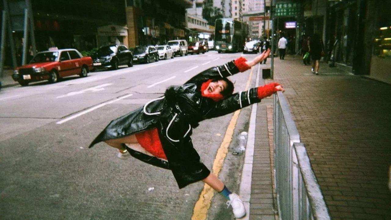 疯狂的日本乐队水曜日のカンパネラ参考着维基百科来写歌