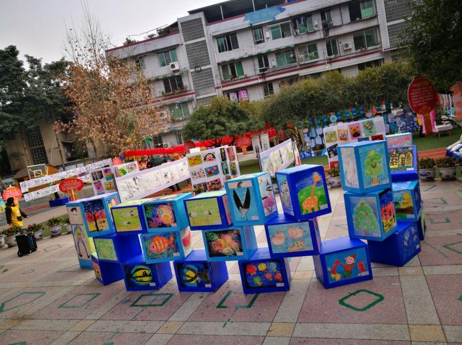 五彩斑斓的童心世界——县幼儿园迎新年大班幼儿美术作品展图片