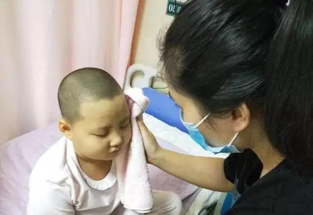 8岁女孩自拔氧气管去世,去世前跟爸爸妈妈各说了3声谢谢