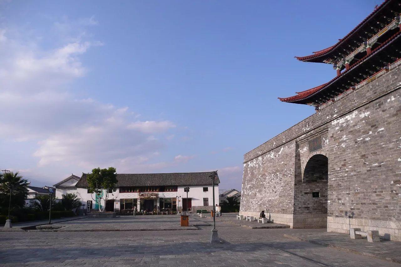 大理丽江,外国人的艳遇天堂,中国男性的酒托地狱