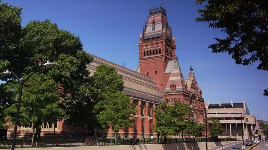 """从哈佛 1000 多页的课程名单里, 我看到了何谓""""大学"""""""