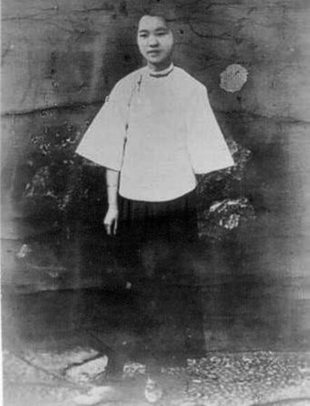 这个女人牺牲六十年后,骨灰暂放八宝山,多年后,受万千后人瞻仰