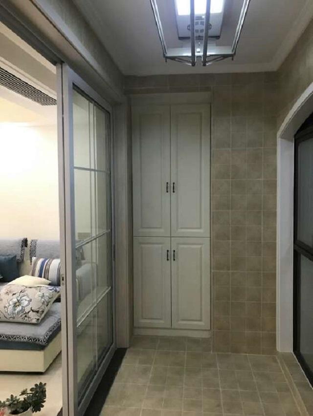 陽臺雙方都響應做了柜子,洗衣機也放在陽臺上了,計劃的也比擬好.圖片