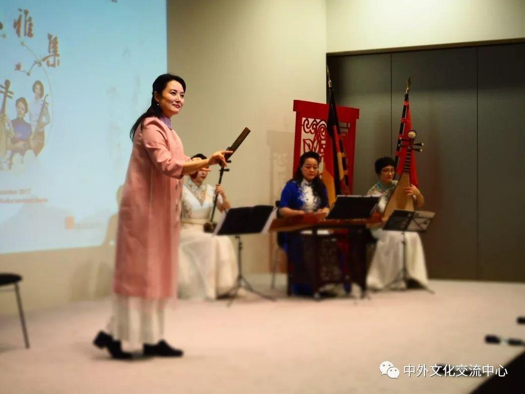 江南风韵》《十面埋伏》《龙船》《将军令》《绣荷包》等多首中国民乐