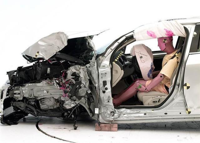 论安全性,沃尔沃的轿车和SUV,谁更出色?