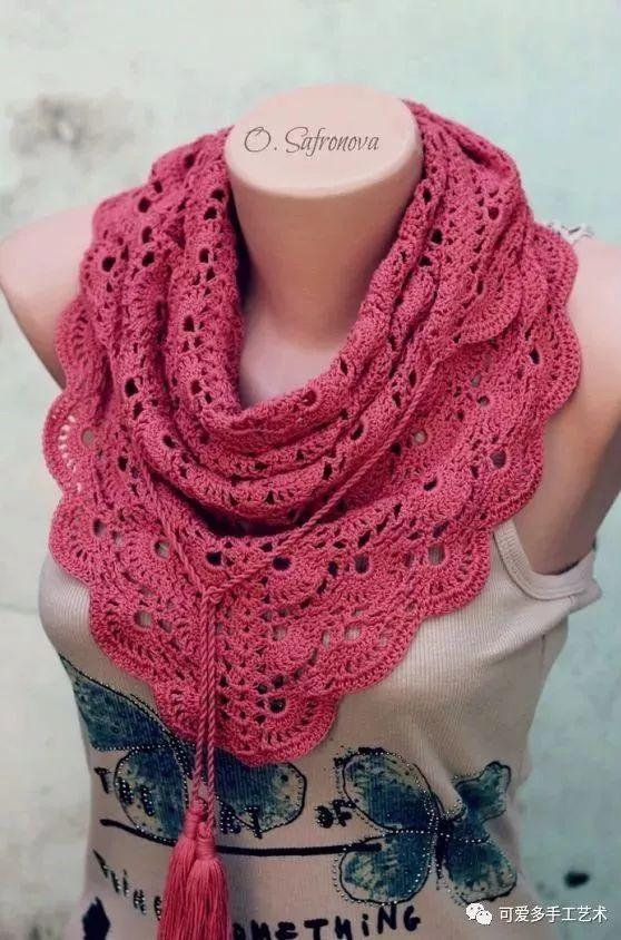 这样钩的三角围巾最迷人,忽冷忽热的天气都能让你美上