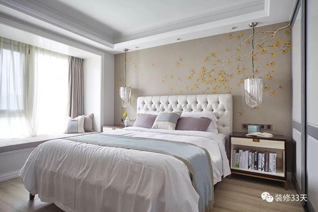 性特级黄录像片_极简吊顶无主灯设计,金黄银杏叶墙纸铺贴床头背景,让立面充满灵动性