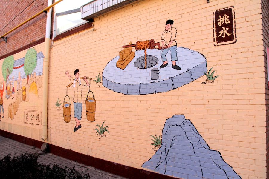 晋城:手绘文化墙绘扮靓乡村 画中有话景中有乡愁