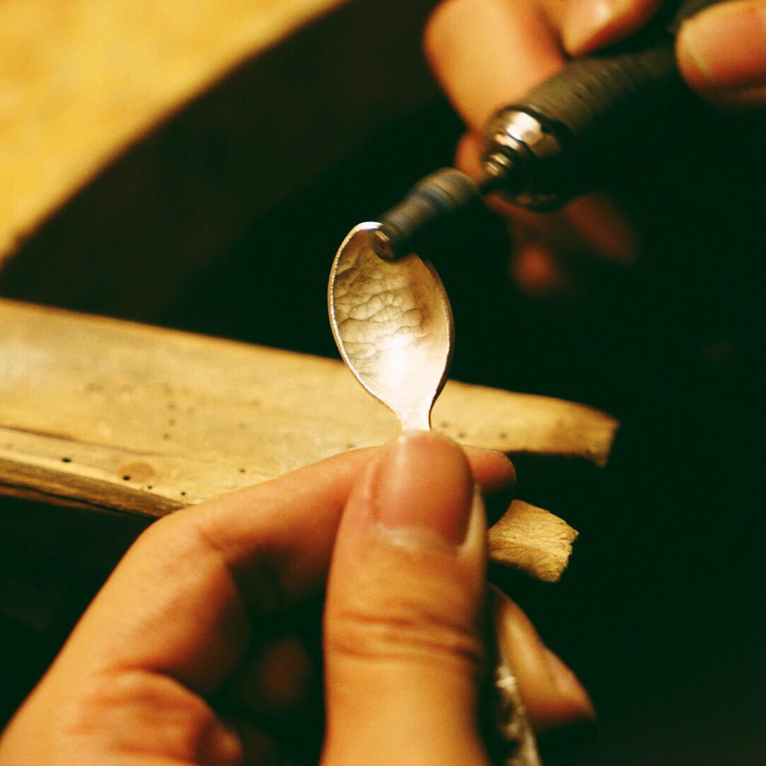 放弃做摄影师,他手工打造时髦勺子,每一把都有动人的故事