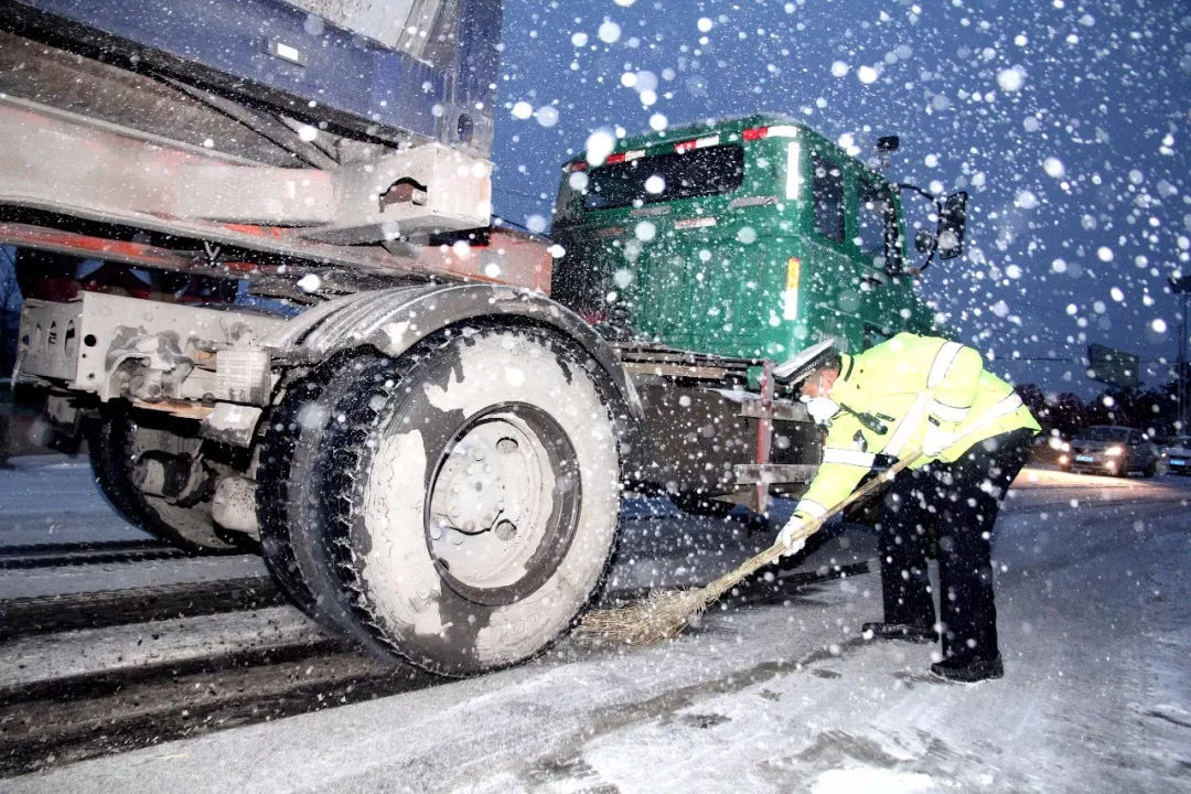 暴雪下的快递:不要催了,他们没有停!顺丰、圆通、中通、韵达、申通…