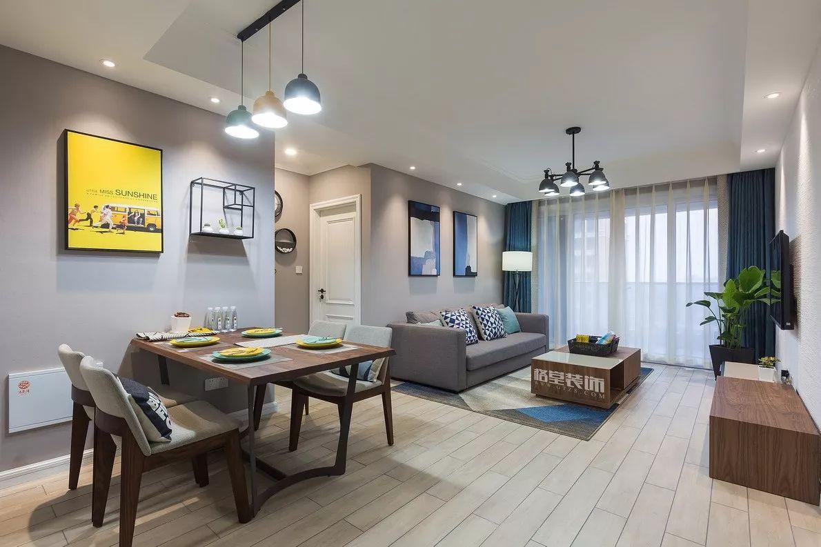 兰舍硅藻泥 木纹橱柜自然质朴,搭配米色墙砖,带来一抹温馨感.