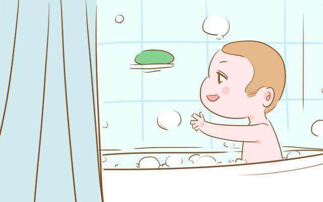 冬季给宝宝洗澡时 除了要注意温度外 这两个方面宝妈也要考虑到