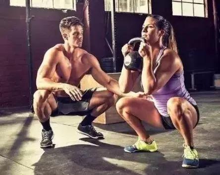 练过深蹲的人才知道 健身腰带有多重要