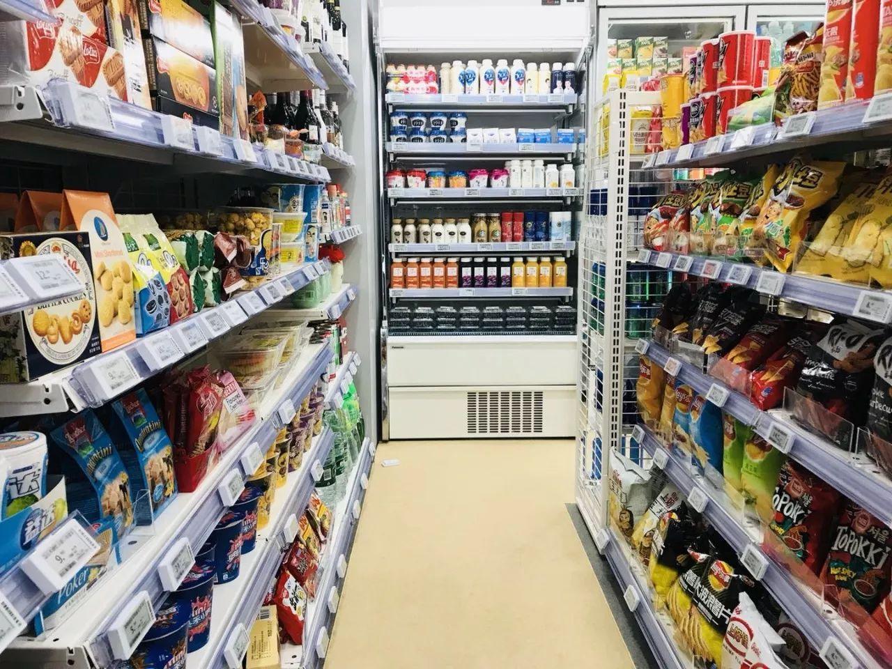 无人超市虽然效率高了,成本低了,但冰冷的机器,并不能取代温情的服务