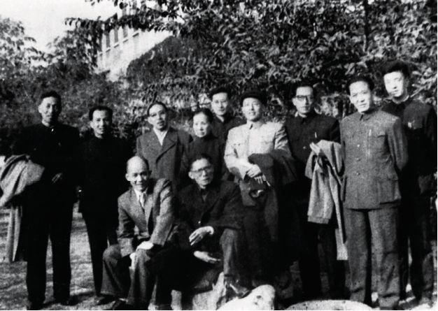 当年文坛:写一部小说能买北京五六个四合院,每场政治斗争首当其冲