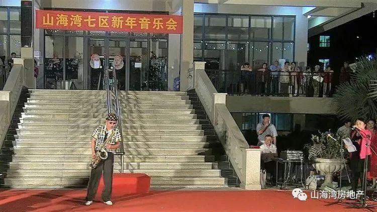 萨克斯独奏:蒙古人 演 奏:唐荣全 伴 奏:七期管弦乐队