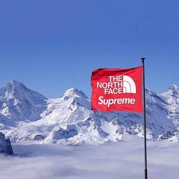 抽愺(j9i�_穿着短袖把阿尔卑斯雪山给睡了!