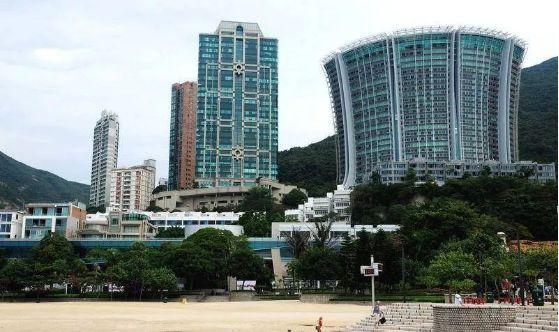 """香港浅水湾别墅区_香港一个小小的沙滩,凭什么被誉为""""天下第一湾""""?"""