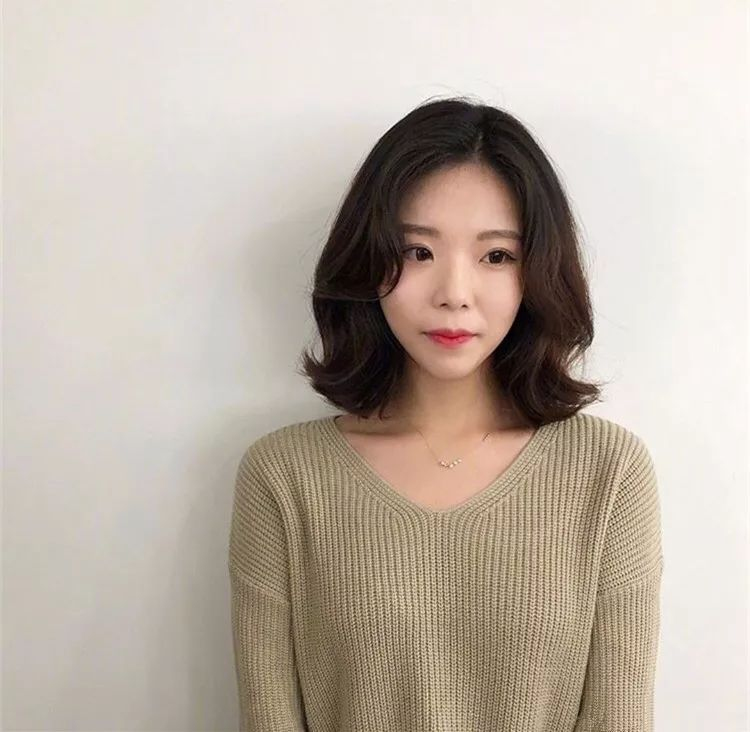 长发女生剪八字刘海的效果图如下图