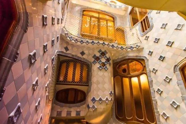 西班牙建筑怪才高迪和他的梦幻世界