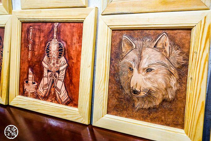 狼是蒙古民族的救星,蒙古族以苍狼白鹿为图腾.