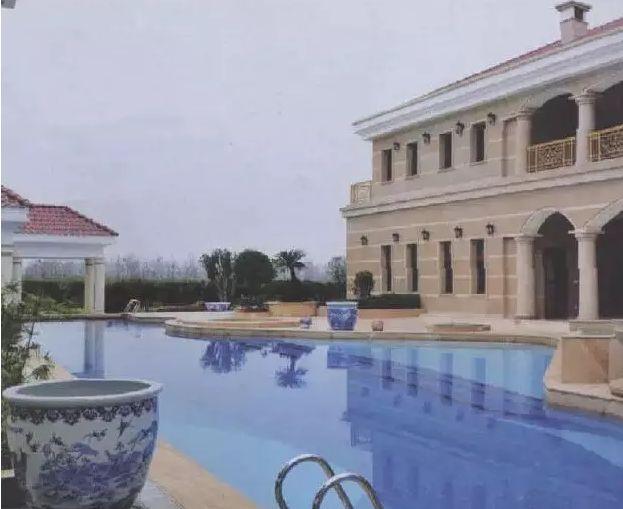 曹德旺豪宅的游泳池-玻璃大王曹德旺私宅大曝光 16个美女管家,满